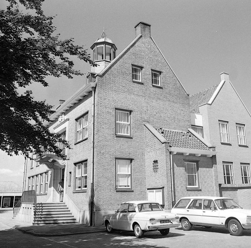 Kantoor office gemeentehuis town hall mayor Aardenburg Zeeland